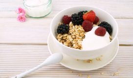 iaurt cu fructe - gustare inainte de sala